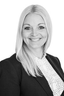 """Linda Glimmenvall, HusmanHagberg Ängelholm/Båstad - Årets vinnande mäklare i kategorin """"Årets passionerade vinnare 2020""""."""